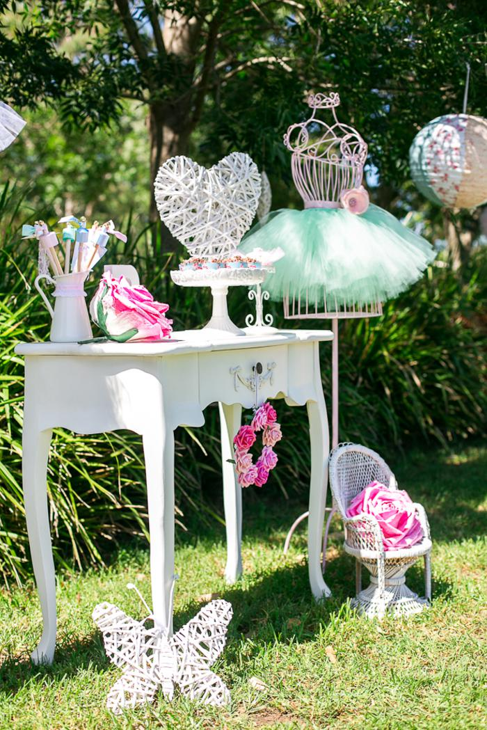 Kara 39 s party ideas ballerina birthday party via kara 39 s for Ballerina party decoration ideas