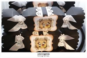 Vintage Mickey and Minnie Mouse Party via Kara's Party Ideas | Kara'sPartyIdeas.com #vintage #mickey #and #minnie #mouse #party (21)
