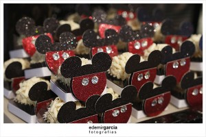 Vintage Mickey and Minnie Mouse Party via Kara's Party Ideas | Kara'sPartyIdeas.com #vintage #mickey #and #minnie #mouse #party (18)