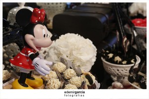 Vintage Mickey and Minnie Mouse Party via Kara's Party Ideas | Kara'sPartyIdeas.com #vintage #mickey #and #minnie #mouse #party (17)