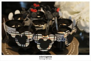 Vintage Mickey and Minnie Mouse Party via Kara's Party Ideas | Kara'sPartyIdeas.com #vintage #mickey #and #minnie #mouse #party (16)
