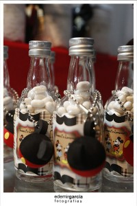 Vintage Mickey and Minnie Mouse Party via Kara's Party Ideas | Kara'sPartyIdeas.com #vintage #mickey #and #minnie #mouse #party (10)