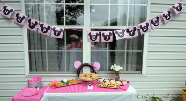 Minnie Mouse Birthday Party via Kara's Party Ideas | KarasPartyIdeas.com #minnie #mouse #disney #girl #birthday #party #ideas (12)
