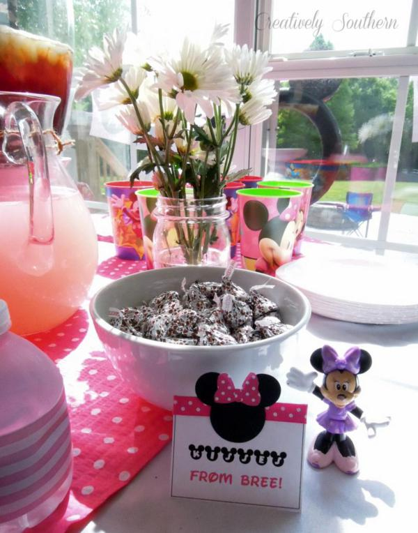 Minnie Mouse Birthday Party via Kara's Party Ideas | KarasPartyIdeas.com #minnie #mouse #disney #girl #birthday #party #ideas (8)