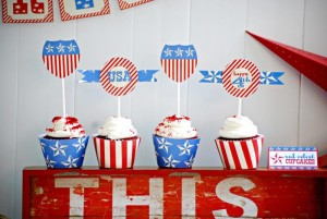 Stars & Stripes July 4th Party + FREE PRINTABLES via Kara's Party Ideas #4thofJuly #FreePrintables #StarsAndStripes #patriotic #party #idea (11)