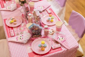 Lalaloopsy Beauty Parlor Party via Kara's Party Ideas #lalaloopsy #spa #makeover #party #planning #idea #decorations (15)