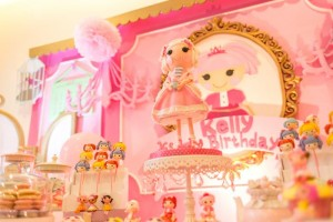 Lalaloopsy Beauty Parlor Party via Kara's Party Ideas #lalaloopsy #spa #makeover #party #planning #idea #decorations (4)