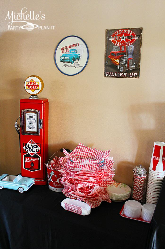 Kara 39 s party ideas 1950 39 s diner party via karaspartyideas for 50 s party decoration