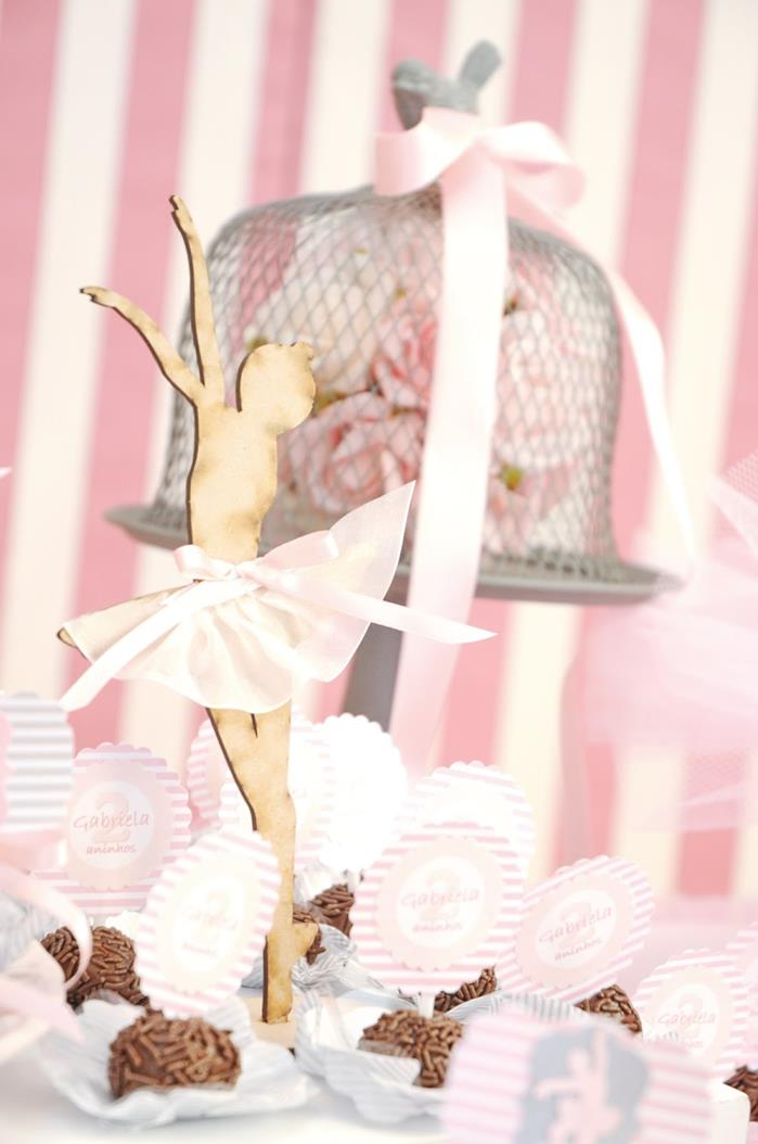 Kara 39 s party ideas ballet party via kara 39 s party ideas for Ballerina party decoration