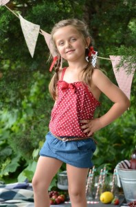 Summer Picnic Party via Kara's Party Ideas #summer #picnic #party #planning #idea #supplies (37)