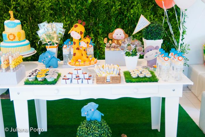 Kara 39 s party ideas zoo themed birthday party via kara s for Animal party decoration