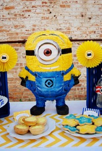 Despicable Me Minion Playdate Party via Kara's Party Ideas #minions #Playdate #DespicableMe #PartyIdea #PartyDecorations (34)