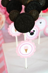 Minnie Mouse Ice Cream Party full of cute ideas via Kara's Party Ideas KarasPartyIdeas.com #minniemouse #partyideas #supplies #birthday #icecream (38)