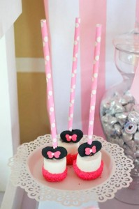Minnie Mouse Ice Cream Party full of cute ideas via Kara's Party Ideas KarasPartyIdeas.com #minniemouse #partyideas #supplies #birthday #icecream (37)