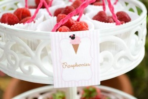 Minnie Mouse Ice Cream Party full of cute ideas via Kara's Party Ideas KarasPartyIdeas.com #minniemouse #partyideas #supplies #birthday #icecream (4)