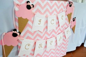 Minnie Mouse Ice Cream Party full of cute ideas via Kara's Party Ideas KarasPartyIdeas.com #minniemouse #partyideas #supplies #birthday #icecream (49)