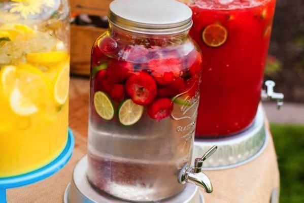 Strawbery Lime Water Recipe. Refreshing and delicious. Via Kara's Party Ideas KarasPartyIdeas.com #strawberrylimewater #punchrecipes #partydrinkrecipes #partypunch  2