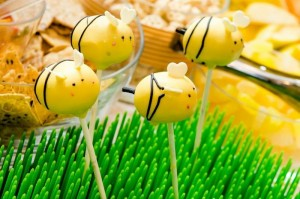 Honeybee Twin 1st Birthday Party via Kara's Party Ideas Kara'sPartyIdeas.com #TwinsBirthdayParty #Bee #Honeybee #Ideas #Supplies #GenderNeutral (7)