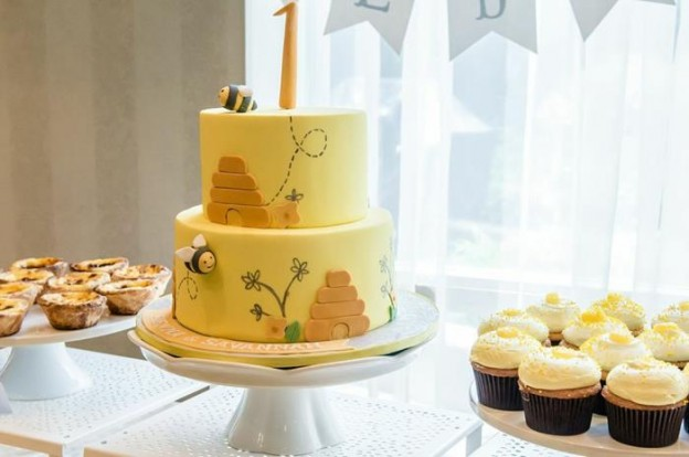 Honeybee Twin 1st Birthday Party via Kara's Party Ideas Kara'sPartyIdeas.com #TwinsBirthdayParty #Bee #Honeybee #Ideas #Supplies #GenderNeutral (30)