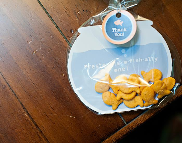 Kara 39 s party ideas fish themed 1st birthday party via kara for Fishing themed party supplies
