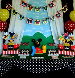 Mickey Mouse Clubhouse Party via Kara's Party Ideas Kara'sPartyIdeas.com #MickeyMouse #MinnieMouse #PartyIdeas #Supplies (5)