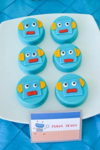 Robot Party via Kara's Party Ideas | Kara'sPartyIdeas.com #Robot #Science #Ideas #Supplies #Cake (30)