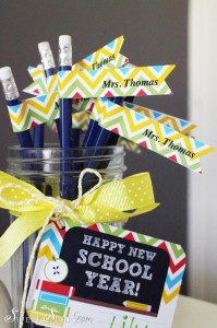 Back to School FREE Printable Teacher's Gift via Kara's Party Ideas | Kara'sPartyIdeas.com #BackToSchool #Ideas #Supplies (1)
