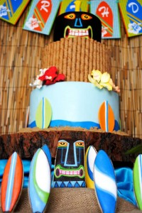 Tiki Luau Party with SO MANY Ideas via KarasPartyIdeas.com #Luau #PartyIdeas #BeachParty #PartySupplies (8)