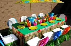 Tiki Luau Party with SO MANY Ideas via KarasPartyIdeas.com #Luau #PartyIdeas #BeachParty #PartySupplies (4)