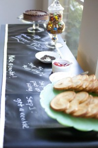 """Scribble Linens"" Reversible Chalkboard Tablecloths via Kara's Party Ideas #ScribbleLinens #Chalkboard #ChalkboardTable #Tablecloth #RemovableChalkboard (8)"