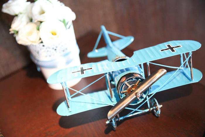 Kara 39 s party ideas airplane themed birthday party with for Airplane party decoration ideas