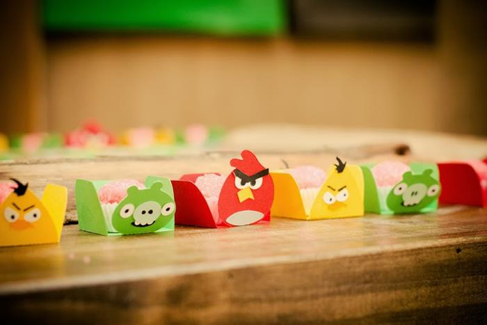 Kara 39 s party ideas angry birds 3rd birthday party with for Angry bird party decoration ideas