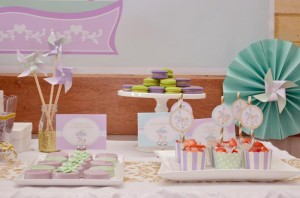 Carousel 1st Birthday Party with Cute Ideas via Kara's Party Ideas | Kara'sPartyIdeas.com #Carousels #Pinwheels #Streamers #PartyIdeas #Supplies (10)