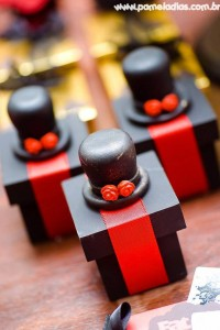 King and Queen of Hearts Party with Lots of Awesome Ideas via Kara's Party Ideas | KarasPartyIdeas.com #AliceInWonderland #OffWithTheirHeads #Party #Ideas #Supplies (12)