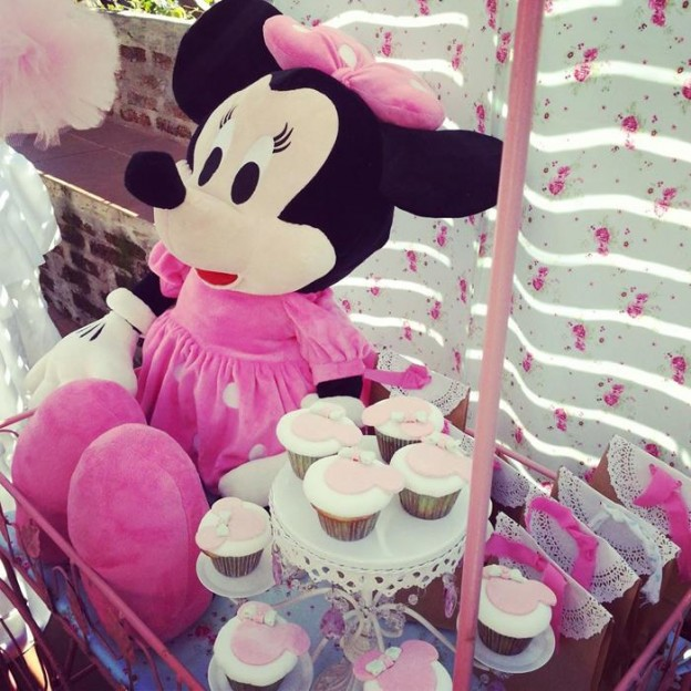 Shabby Chic Minnie Mouse Party with Lots of REALLY CUTE Ideas via Kara's Party Ideas | Kara'sPartyIdeas.com #Vintage #Girl #MinnieMouse #Party #Ideas #Supplies (18)