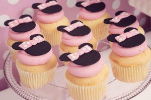 Minnie Mouse Birthday Party with So Many REALLY CUTE IDEAS via Kara's Party Ideas | Kara'sPartyIdeas.com #MickeyMouse #MinnieMouse #Party #Ideas #Supplies (11)