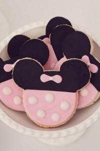Minnie Mouse Birthday Party with So Many REALLY CUTE IDEAS via Kara's Party Ideas | Kara'sPartyIdeas.com #MickeyMouse #MinnieMouse #Party #Ideas #Supplies (7)