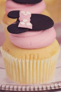 Minnie Mouse Birthday Party with So Many REALLY CUTE IDEAS via Kara's Party Ideas | Kara'sPartyIdeas.com #MickeyMouse #MinnieMouse #Party #Ideas #Supplies (28)