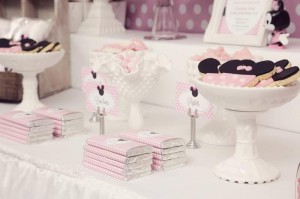 Minnie Mouse Birthday Party with So Many REALLY CUTE IDEAS via Kara's Party Ideas | Kara'sPartyIdeas.com #MickeyMouse #MinnieMouse #Party #Ideas #Supplies (2)