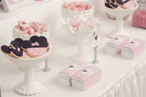 Minnie Mouse Birthday Party with So Many REALLY CUTE IDEAS via Kara's Party Ideas | Kara'sPartyIdeas.com #MickeyMouse #MinnieMouse #Party #Ideas #Supplies (27)