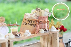 Outdoor Vintage Wedding with Lots of REALLY CUTE IDEAS via Kara's Party Ideas | Kara'sPartyIdeas.com #Rustic #CountryWedding #DessertTable #PartyIdeas #Supplies (10)