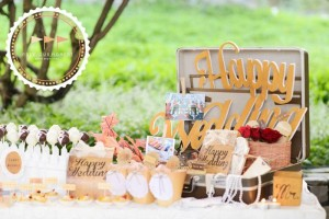 Outdoor Vintage Wedding with Lots of REALLY CUTE IDEAS via Kara's Party Ideas | Kara'sPartyIdeas.com #Rustic #CountryWedding #DessertTable #PartyIdeas #Supplies (5)