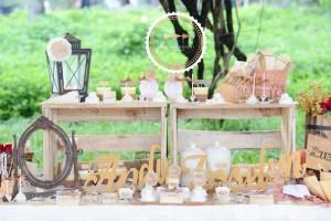 Outdoor Vintage Wedding with Lots of REALLY CUTE IDEAS via Kara's Party Ideas | Kara'sPartyIdeas.com #Rustic #CountryWedding #DessertTable #PartyIdeas #Supplies (4)