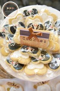 Outdoor Vintage Wedding with Lots of REALLY CUTE IDEAS via Kara's Party Ideas | Kara'sPartyIdeas.com #Rustic #CountryWedding #DessertTable #PartyIdeas #Supplies (3)