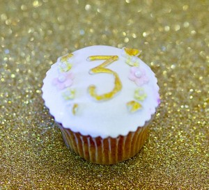 Royal Pricess Themed Birthday Party with Lots of Really Cute Ideas via Kara's Party Ideas KarasPartyIdeas.com #PrincessParty #PartyIdeas #Supplies (10)
