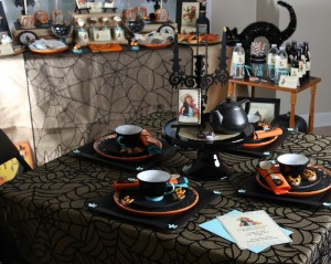 Vintage Halloween Party with Lots of REALLY CUTE IDEAS via Kara's Party Ideas | KarasPartyIdeas.com #HallowsEve #Party #Ideas #Supplies (21)