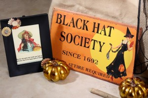 Vintage Halloween Party with Lots of REALLY CUTE IDEAS via Kara's Party Ideas | KarasPartyIdeas.com #HallowsEve #Party #Ideas #Supplies (10)
