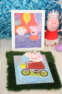 Peppa Pig Party with Lots of Fun Ideas via Kara's Party Ideas | KarasPartyIdeas.com #PeppaPig #Party #Ideas #Supplies (38)