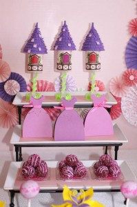 Tangled Inspired Party with Lots of Super Cute Ideas via Kara's Party Ideas | KarasPartyIdeas.com #Rapunzel #Party #Ideas #Supplies (10)