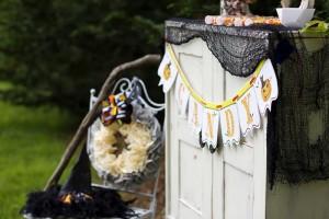 Retro Halloween Party with Lots of Really Cute Ideas via Kara's Party Ideas | KarasPartyIdeas.com #HalloweenParty #BlackCatParty #PartyIdeas #Supplies (11)